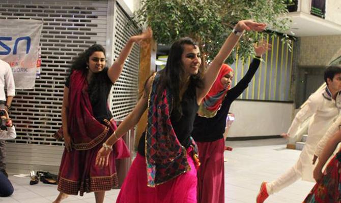 670x400)diwali_dance